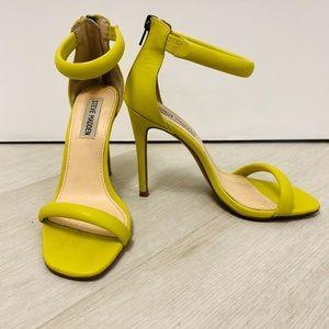 Yellow Steve Madden heels 💕